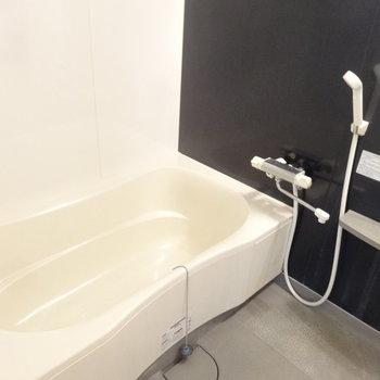 お風呂も当然ゆったりサイズ。(※写真は清掃前のものです)