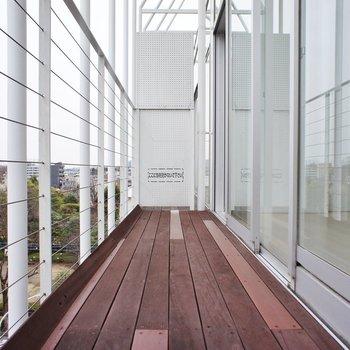 バルコニーもゆったりと※写真は4階の同じ間取りの別部屋になります。