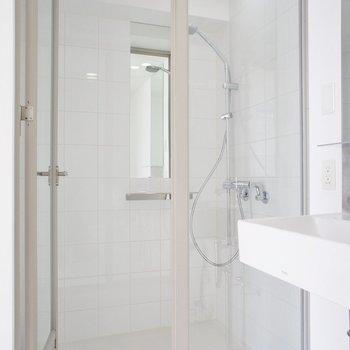 シャワールームかー※写真は4階の同じ間取りの別部屋になります。