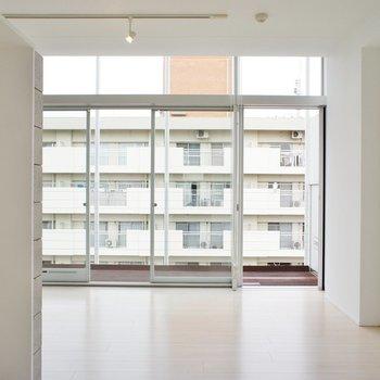 開放的すぎます・・※写真は4階の同じ間取りの別部屋になります。