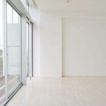 窓の開口が広くて透明感!※写真は4階の同じ間取りの別部屋になります。