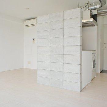 白の静かなデザイン※写真は4階の同じ間取りの別部屋になります。