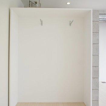 収納は扉がなく見せる!※写真は4階の同じ間取りの別部屋になります。