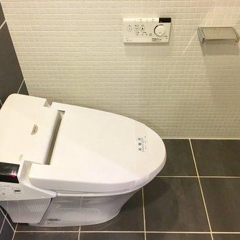 トイレ、カーテンで仕切れますよ