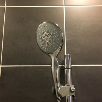 シャワーヘッドも大きめ!