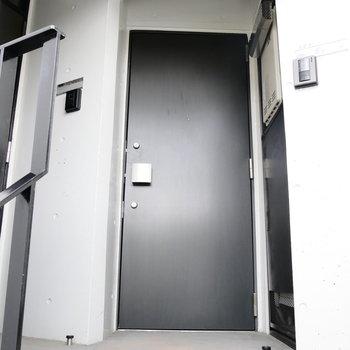 1フロア2戸の角部屋ですよ。