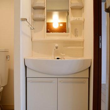 脱衣所に独立洗面台。準備が捗りそう〜。
