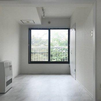 この真っ白な空間が自分のお部屋!※写真は同間取り別部屋です