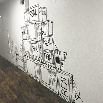 共用部の壁おっしゃれー!※写真は前回募集時のものです