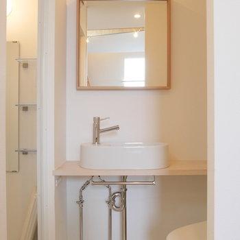 洗面台は独立して。トイレ横です。※写真は前回募集時のものです