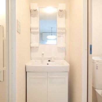 洗面台きれい。脱衣所の扉はないのでアレンジを!