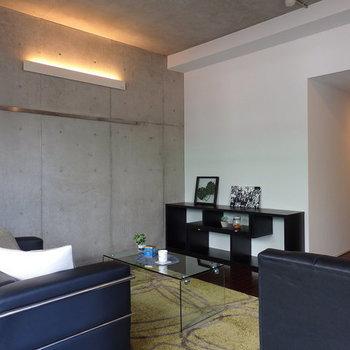 スタイリッシュなコンクリートの壁※写真は別部屋です