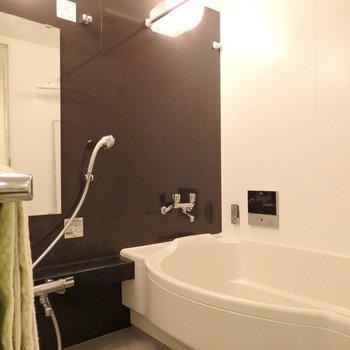 大きな浴槽!日々の疲れが癒されます※写真は別部屋です