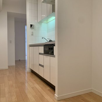 冷蔵庫はキッチン横に置けます。