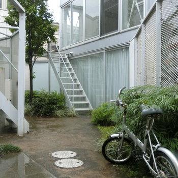 中庭に置いてあった自転車 ※写真は前回募集時のものです。
