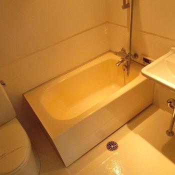 バストイレ同室となります。 ※写真は前回募集時のものです。