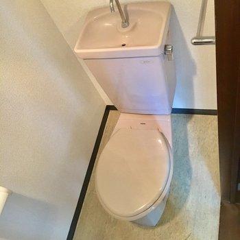 トイレもコンパクトな作りです!