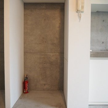 冷蔵庫はキッチン横のこのスペースに!※写真は別部屋