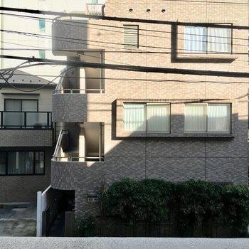 眺望は住宅街ビューですっ※2階の反転間取り別部屋の写真です