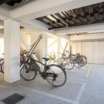 屋根付きの駐輪場はポイント高い!