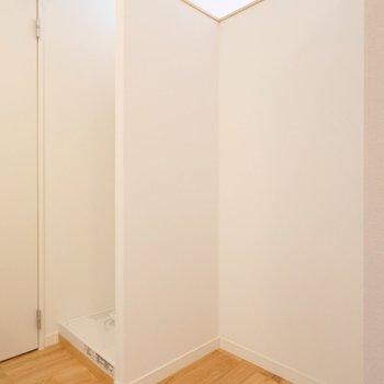 冷蔵庫と洗濯機をこちらに置きます。