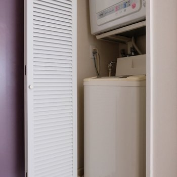 なんと洗濯機と乾燥機が備え付けてあります!
