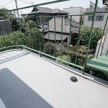 2階リビングのバルコニーから屋上へ行けます