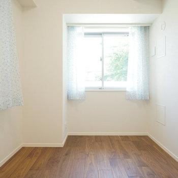 5帖の寝室は2面採光◎