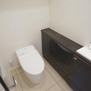 トイレには専用洗面台も!