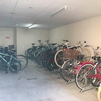 共用部】駐輪場はエントランスのお隣。
