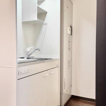 キッチンスペースはコンパクトに。