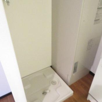 洗濯機置き場は脱衣所に(※写真は8階の反転間取り別部屋のものです)