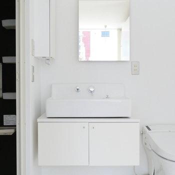 先ほどのサニタリースペース。独立洗面台です。