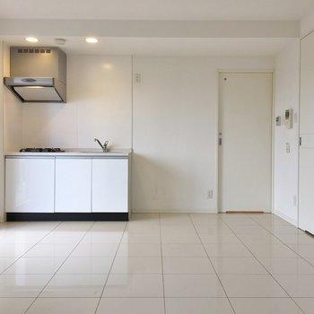 このタイル下には床暖房が備わってます。 ※写真は901号室