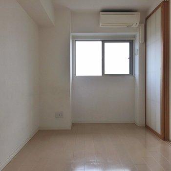 エアコンも設置されてます。 ※写真は901号室