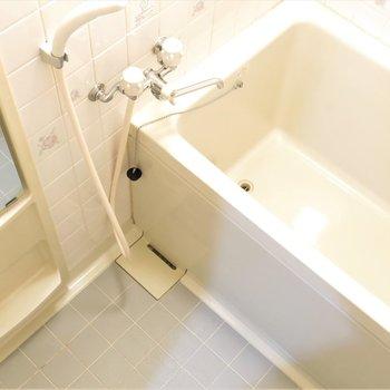 丁度良い広さの浴室!ゆったり湯船に浸かりましょ〜