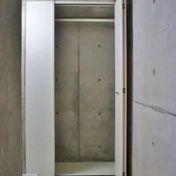 階段を上がったところにも収納。※写真は前回撮影時のもの