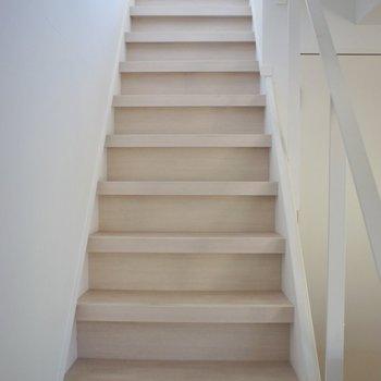 2階へはこちらから。。