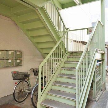 階段で4階まで登ります
