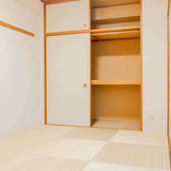 【和室】押入れ収納でたっぷり。お布団も十分入りそう。