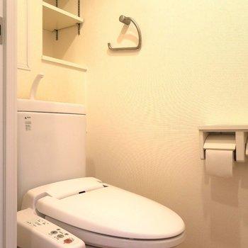 小さな棚付きなのがとっても便利。 ※写真は201号室