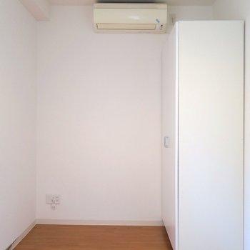 寝室はいたってシンプル。 ※写真は201号室