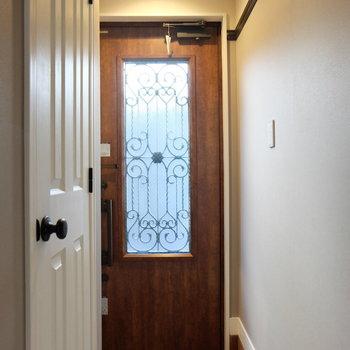 玄関もメルヘン※写真は別部屋反転間取りのものです