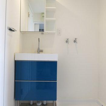 洗面台の青がキュンとくるかわいさ!