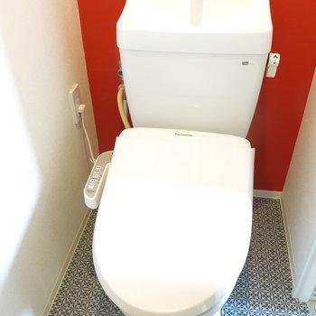 トイレもスタイリッュなカラー!