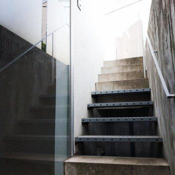 階段は少なめ!秘密基地感!