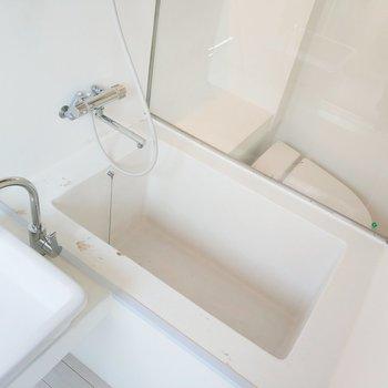 浴槽にはカーテンを着けれます。イエス、プライバシー!