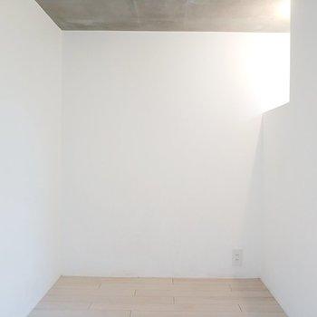 寝室にぴったりな3.3畳のお部屋!