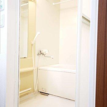 洗い場広めなお風呂。浴室乾燥ついてます。※写真は前回募集時のものです