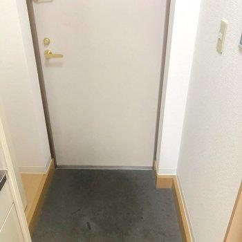 玄関は、白でした
